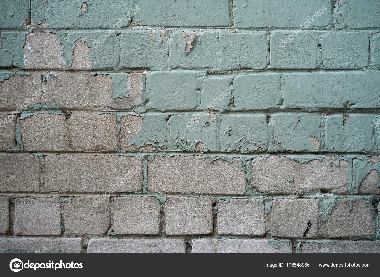 Stenen Muur Verven : Bakstenen muur met groene verf peeling u stockfoto svershinsky