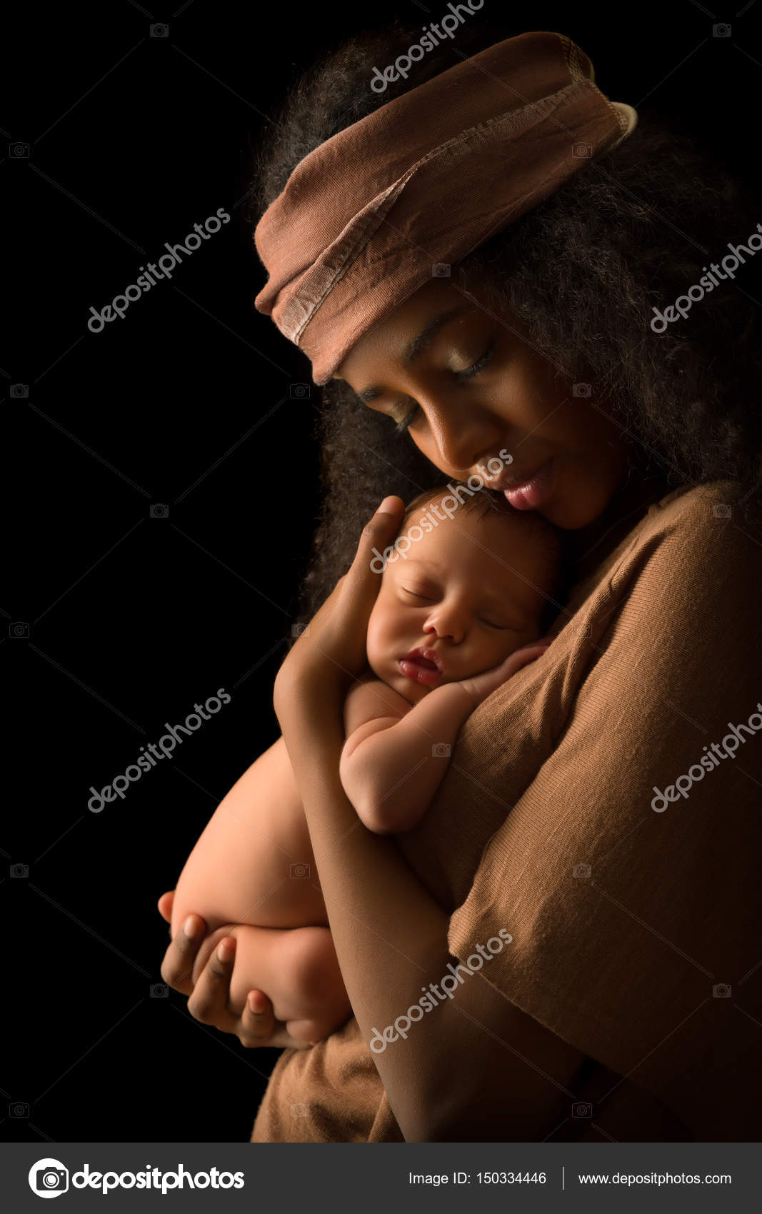eb50967682e Isolated African Mother with baby — Stock Photo © Klanneke  150334446