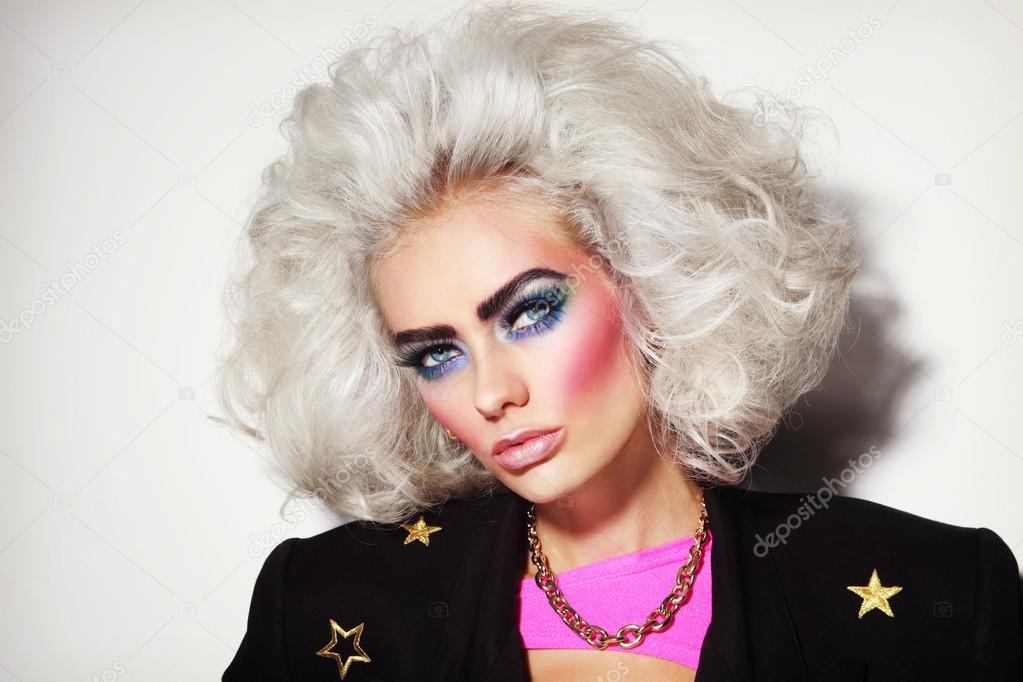 Młoda Blond Platyna Kobiety Z Lat 80 Tych Makijaż Zdjęcie Stockowe