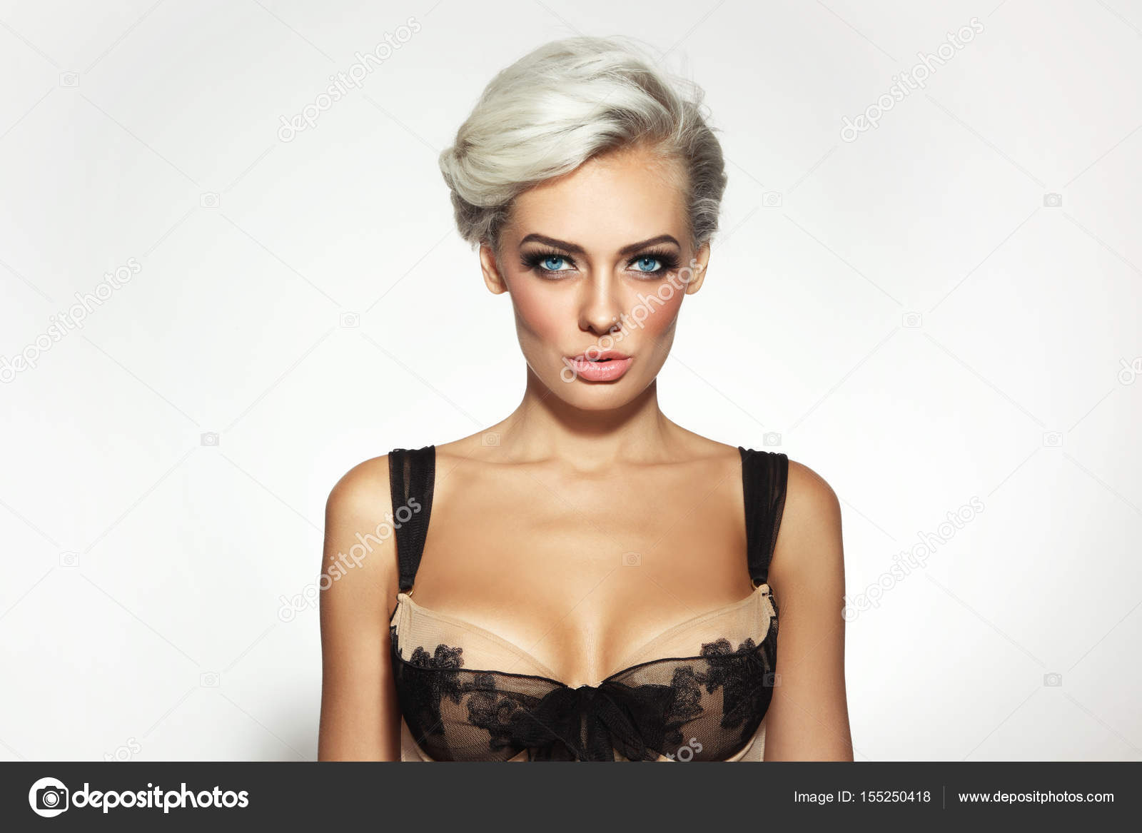 femme blonde platine — photographie pepperbox © #155250418
