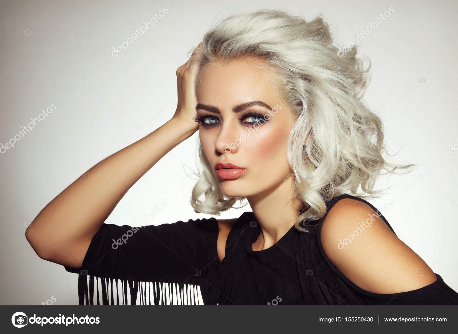 femme blonde platine — photographie pepperbox © #155250430