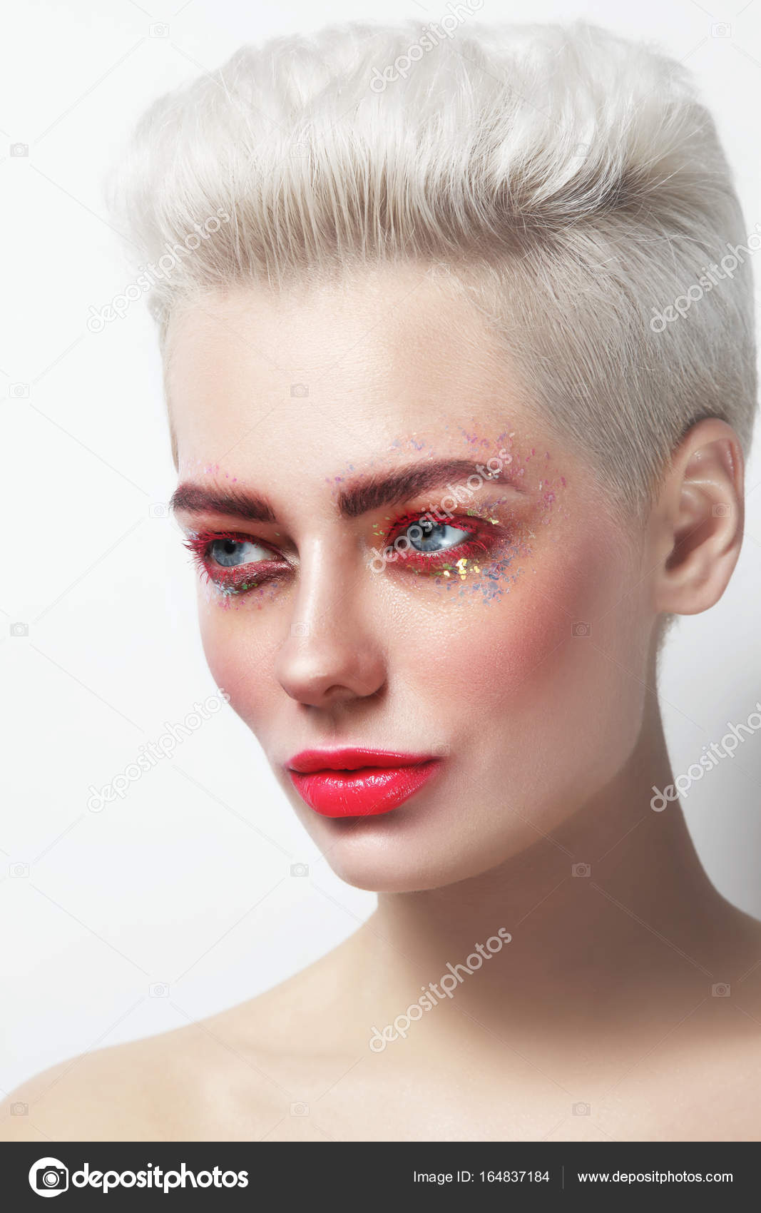 belle blonde platine femme glamour — photographie pepperbox © #164837184
