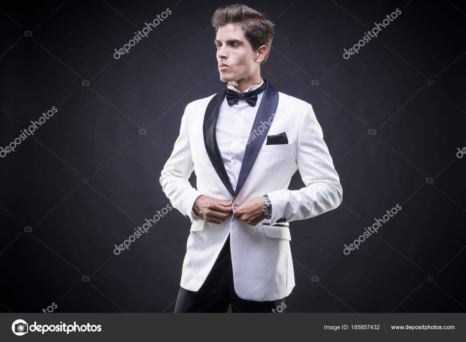 Matrimonio Elegante Uomo : Fotografie vestito smoking matrimonio elegante uomo bello