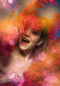 Fényképek Erotikus fél burleszk táncos barna nő, megy meztelen-val egy nagy játék, piros toll és a Térkép és a party smink