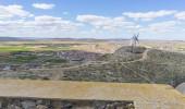 Fotografie Traditionellen Windmühlen von Castilla La Mancha. Toledo, Spain.windmills, die verwendet wurden, um das Getreide zu mahlen