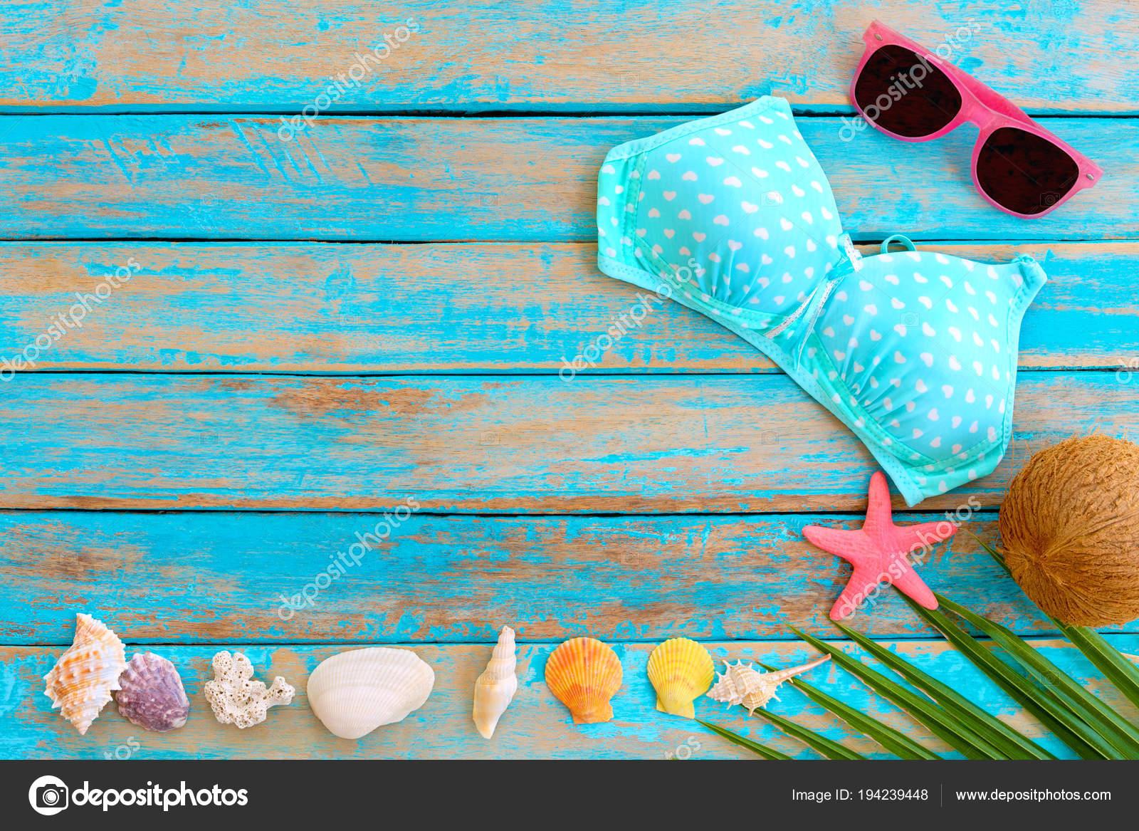 721c7c80fd Φόντο Καλοκαίρι Μπικίνι Γυαλιά Ηλίου Καρύδα Αστερίες Κοράλλια Και Κοχύλια — Φωτογραφία  Αρχείου