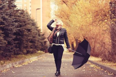 woman with umbrella in the autumn park