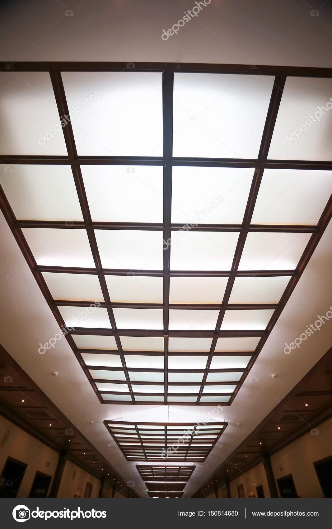 Leuchtende Decke leuchtende decke mit glas stockfoto xload 150814680