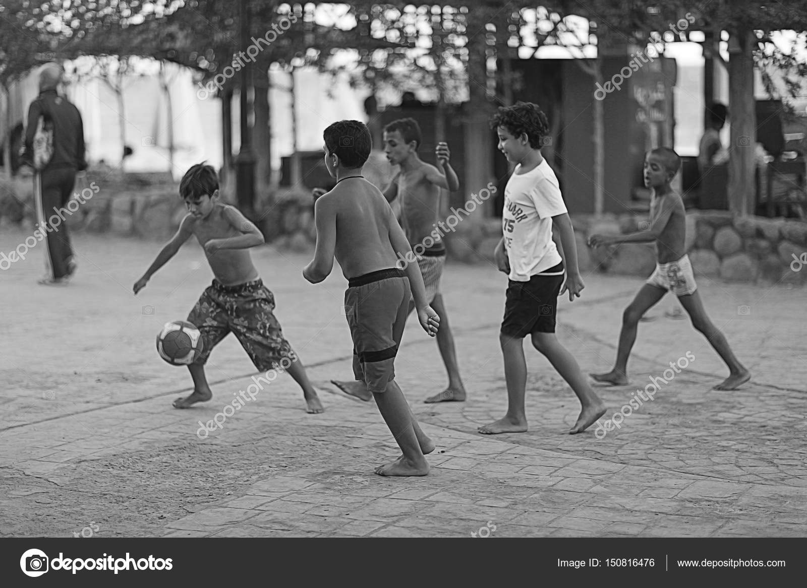 Bambini Che Giocano A Calcio Foto Editoriale Stock Xload 150816476
