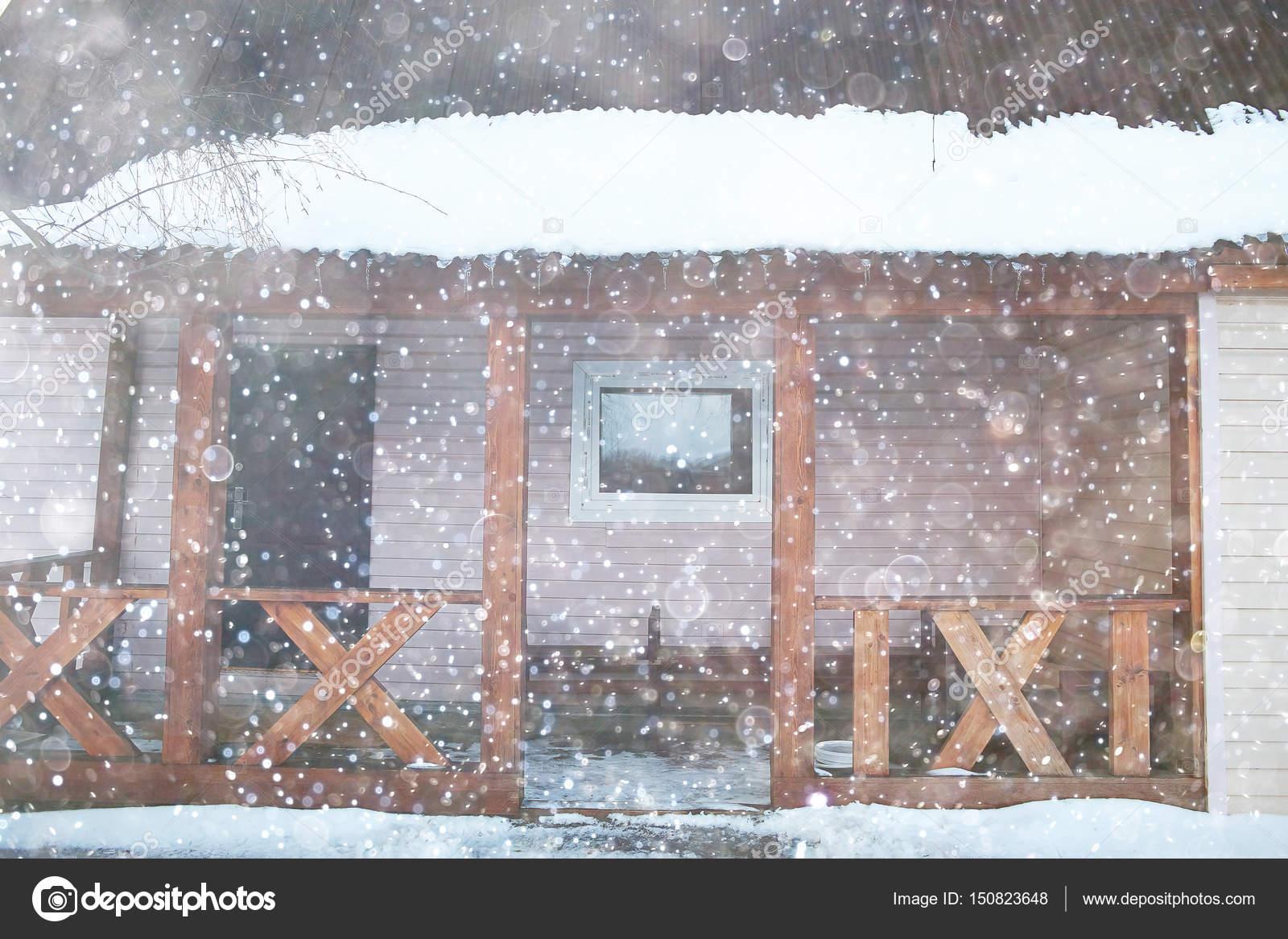 Landhaus Mit Alkoven Und Zaun Stockfoto C Xload 150823648