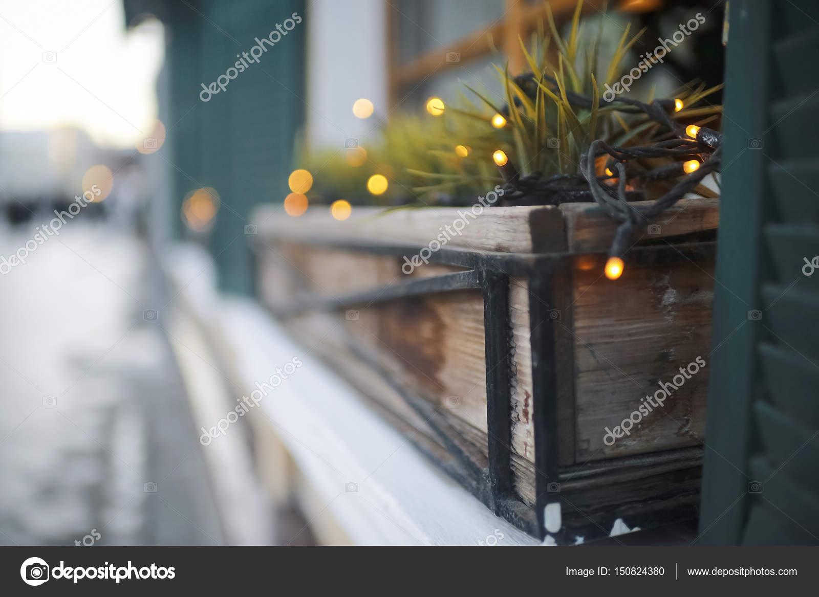 Balkon Fensterbank Mit Blumen Stockfoto C Xload 150824380