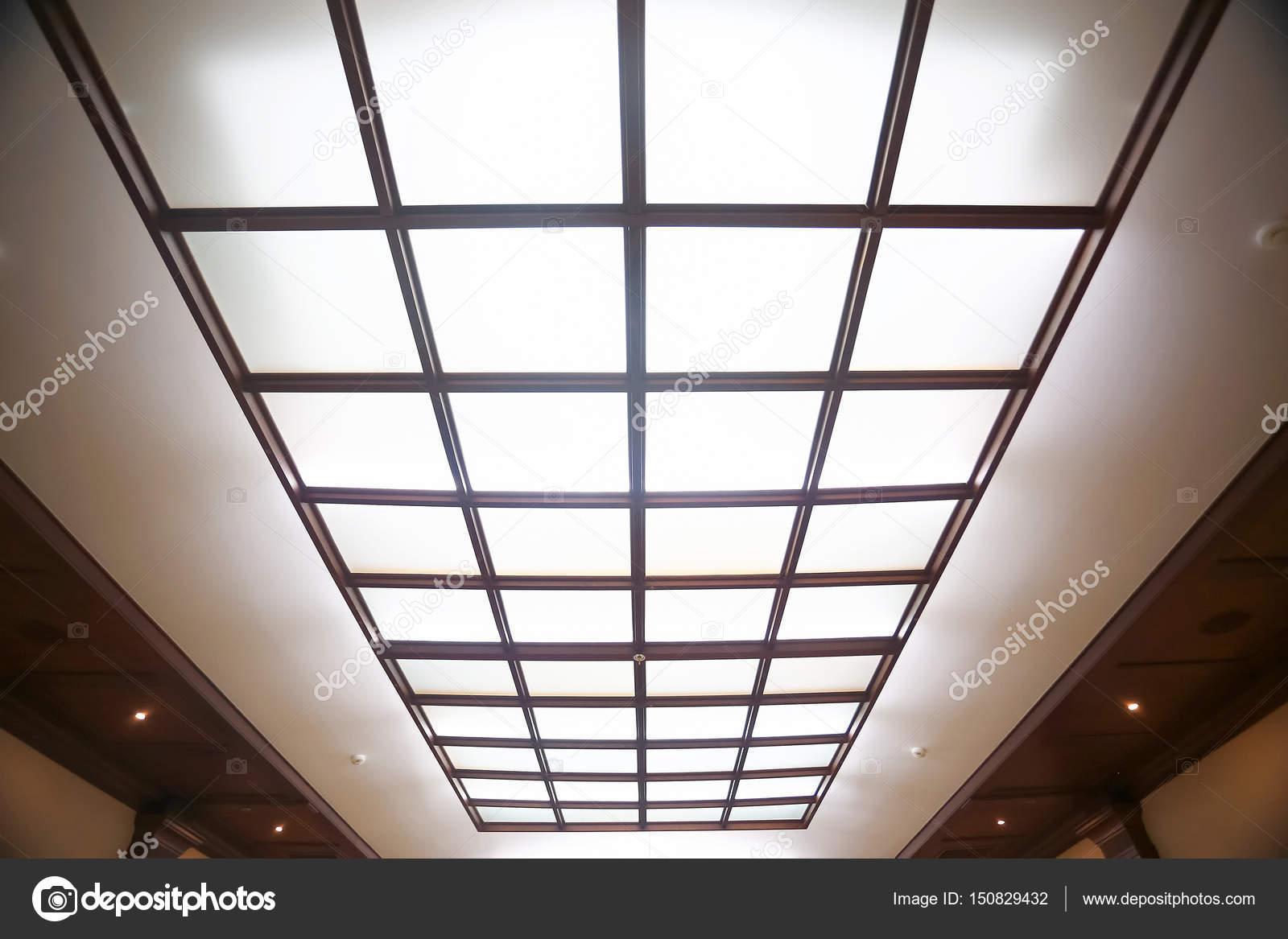 Leuchtende Decke leuchtende decke mit glas stockfoto xload 150829432