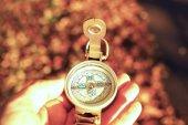 Compass egy nyíl jelzi az utat