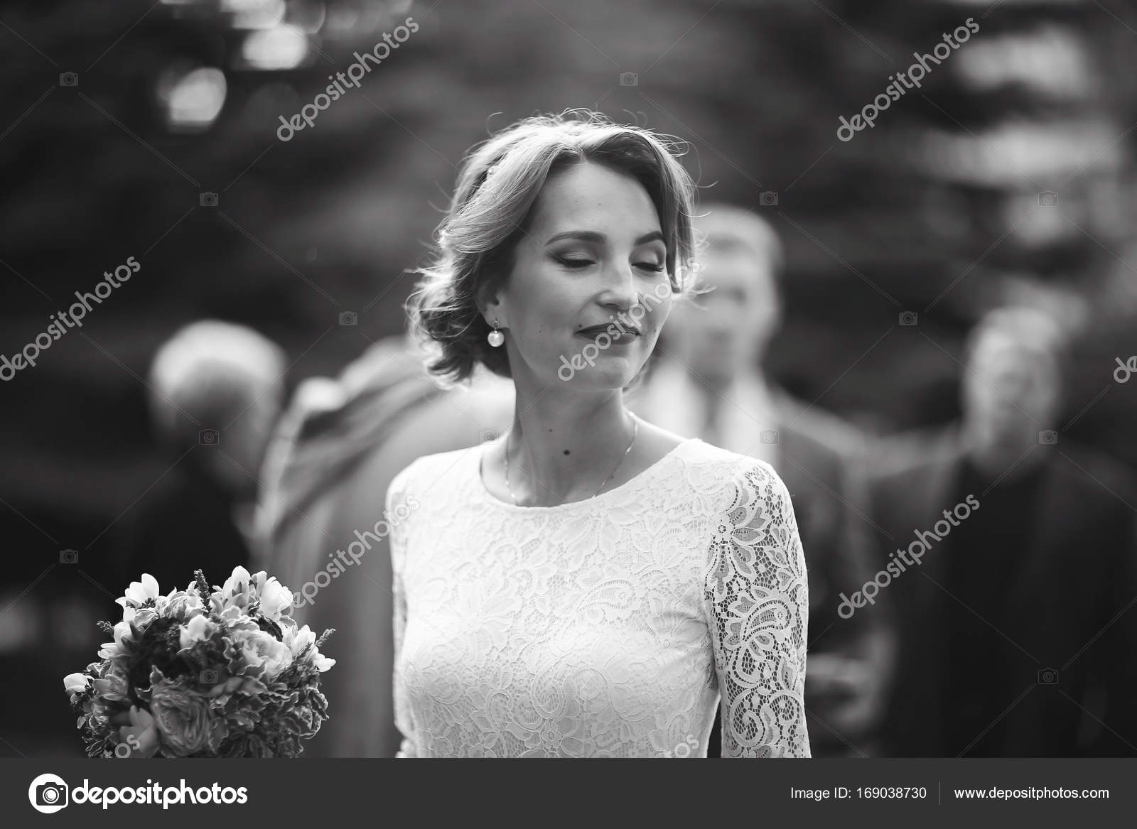 Bride With Bouquet Of Flowers Stock Photo Xload 169038730