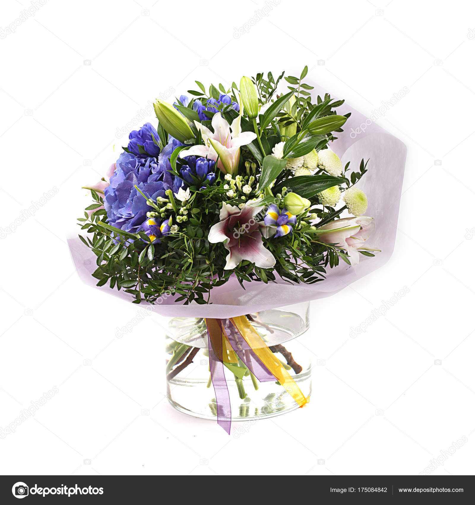 Bouquet di fiori diversi di verdi gialli blu e viola su for Fiori verdi