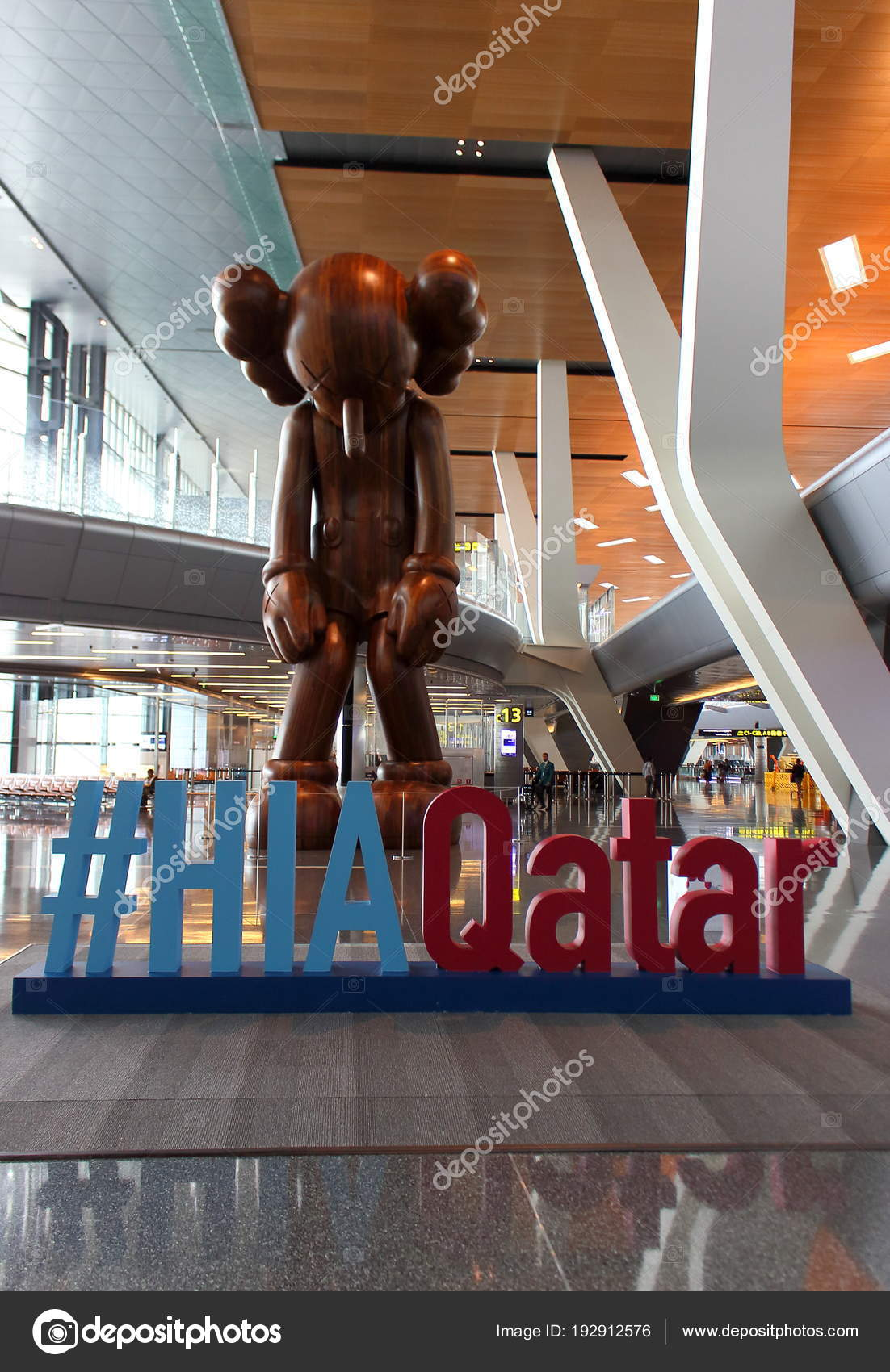 51cc0218 Doha Qatar Mart 2018 Hamad International Airport Doha Wooden Sculpture —  Stock Photo
