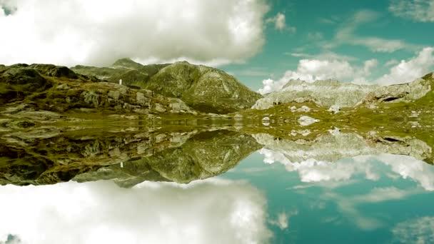 víz tükörképe a hegyi tó természetvédelmi táj