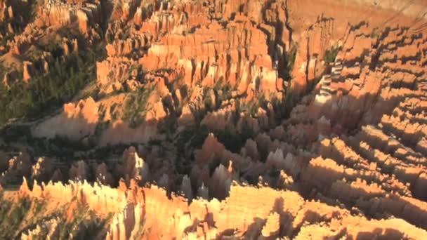 Sunny kaňony a údolí