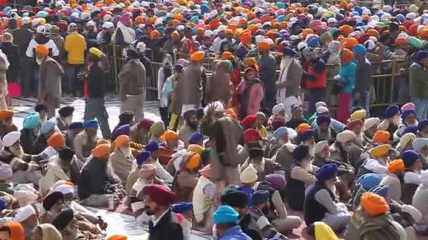 Crowds of people in the Golden Temple