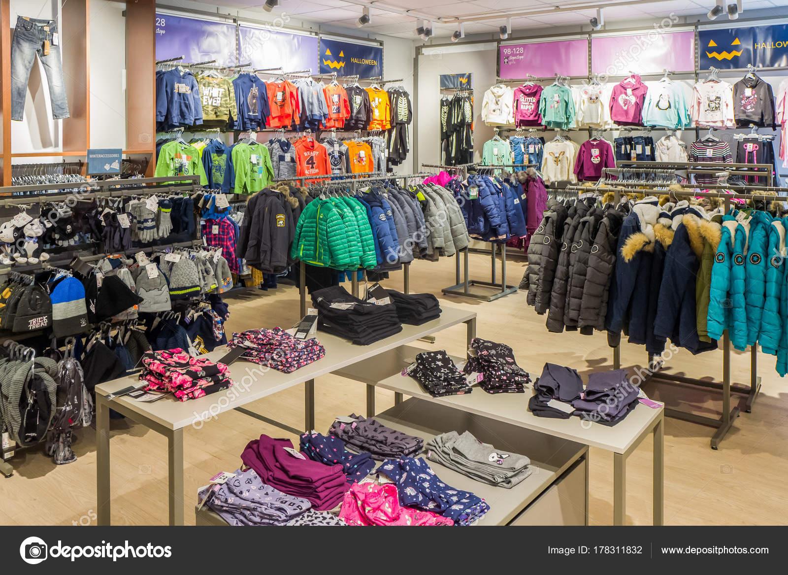 in vendita 31bf0 48b65 Interni di Takko fashion store a Lemmer. — Foto Editoriale ...