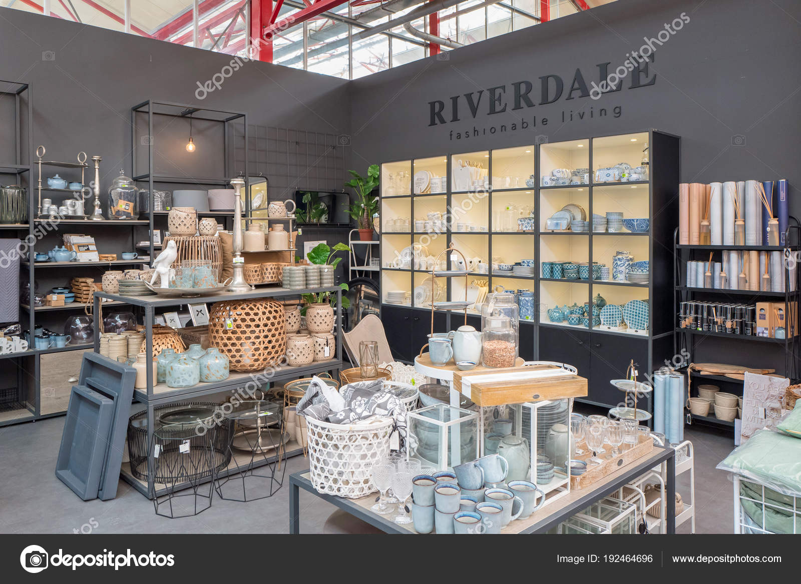 Welp Riverdale fashionable living products in a Intratuin plant center LE-75