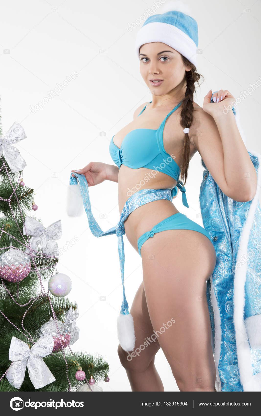 Сексуальная снегурочка стриптиз