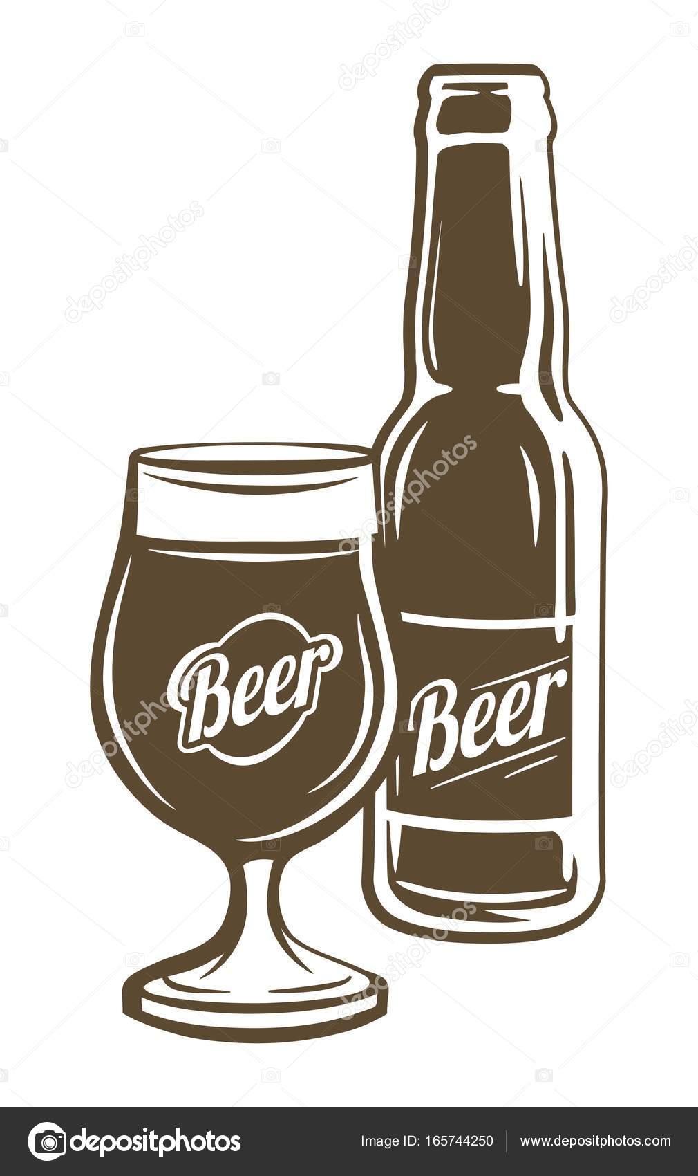 ボトルとコップ一杯のビール。ク...