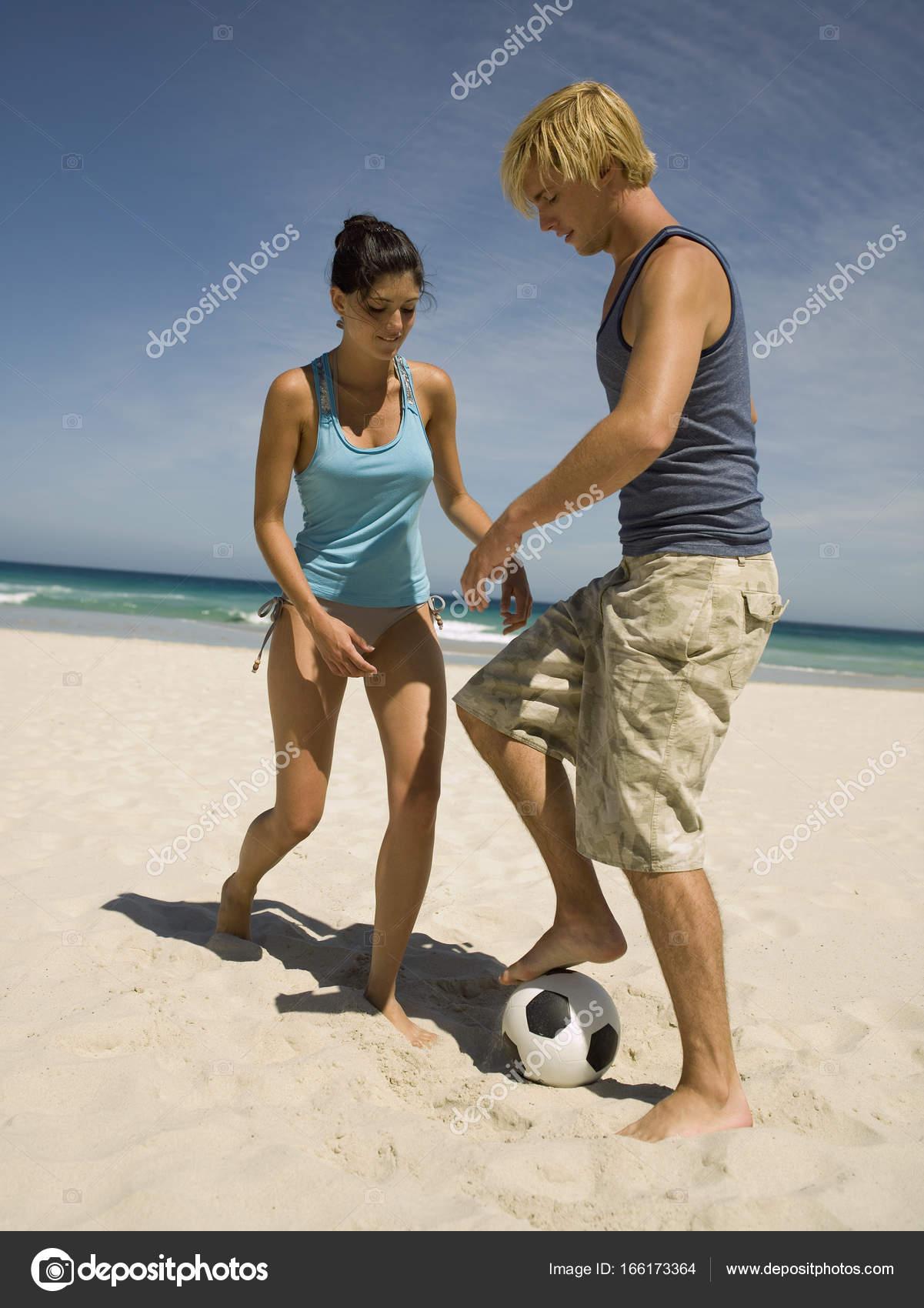 Pareja Jugando Futbol Playa Fotos De Stock C Juiceimagesenterprise
