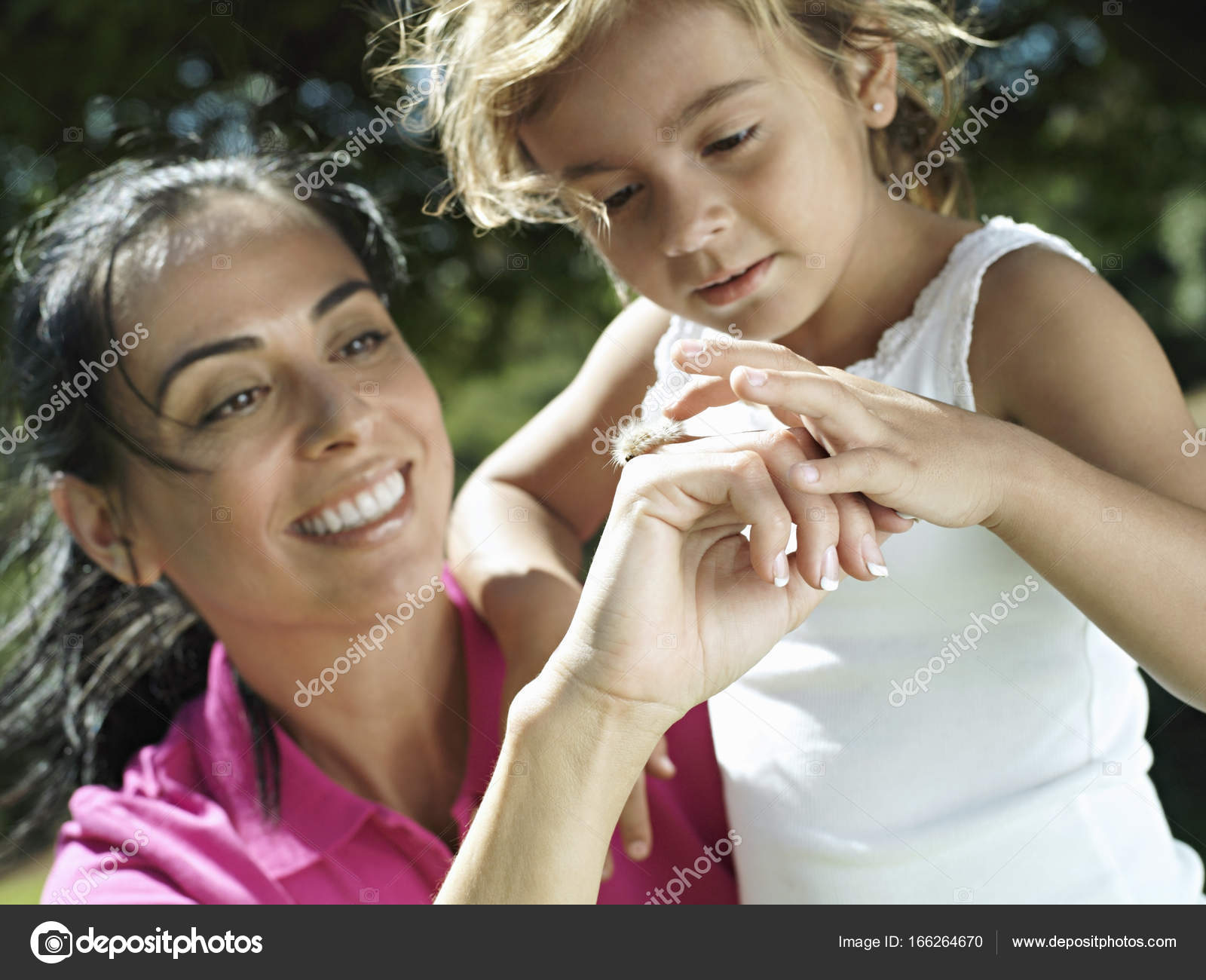Mother Daughter Looking Bug Hand Smiling Close Tilt Stockfoto