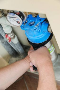 Installing a water filter in a plumbing.