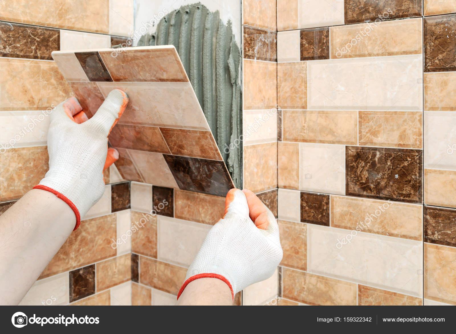 Posa di piastrelle in ceramica u2014 foto stock © yunava1 #159322342
