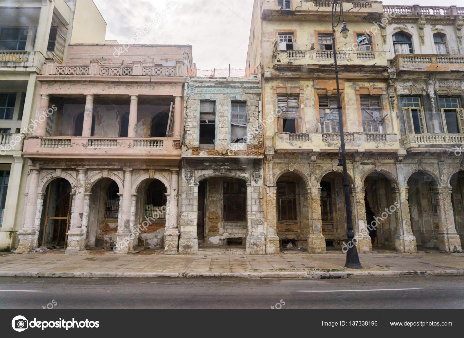 Vecchie facciate di havana u foto stock zakharovaleksey