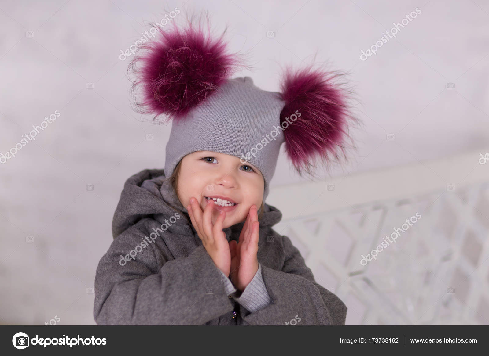 a4c365f3846fb Pretty girl with brunnete hair stylish dressed in gray jacket and warm  winter hat happyly smiling