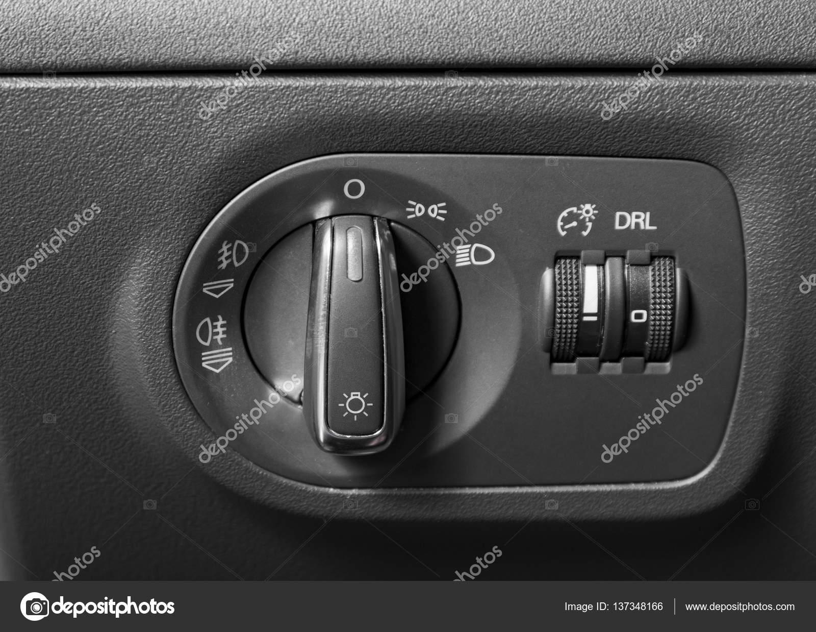 https://st3.depositphotos.com/1407534/13734/i/1600/depositphotos_137348166-stockafbeelding-auto-verlichting-controle-knop-switcher.jpg