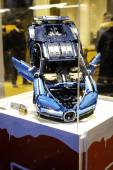 Milánó, Olaszország, 2018. december 12.: Blue Bugatti Chiron by LEGO Technic, LEGO Bugatti kiállítóhely