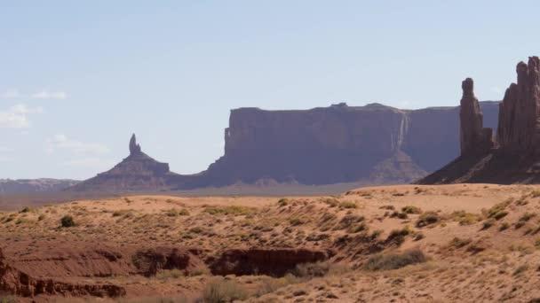 Osamělé skalní pilíře Buttes Of Red Pískovcové útvary v Monument Valley USA