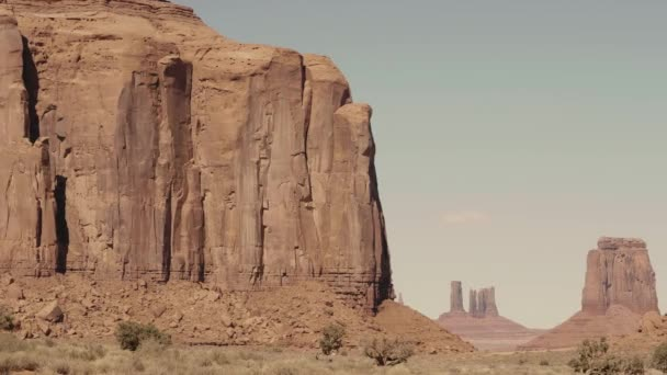 Slavné západní Buttes z červeného pískovce skalní útvary v Monument Valley USA