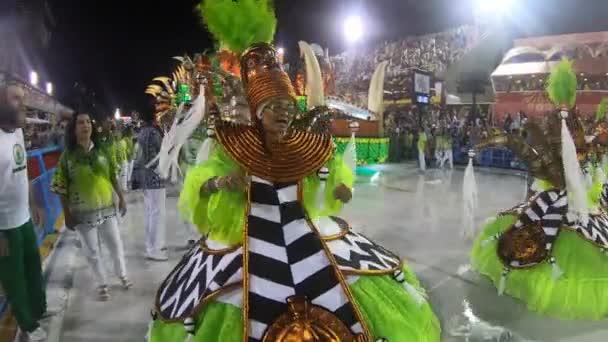 Rio, Brasilien - 21. Februar 2020: Parade der Sambaschule Academicos do Cubango auf dem Marques de Sapucai Sambodromo