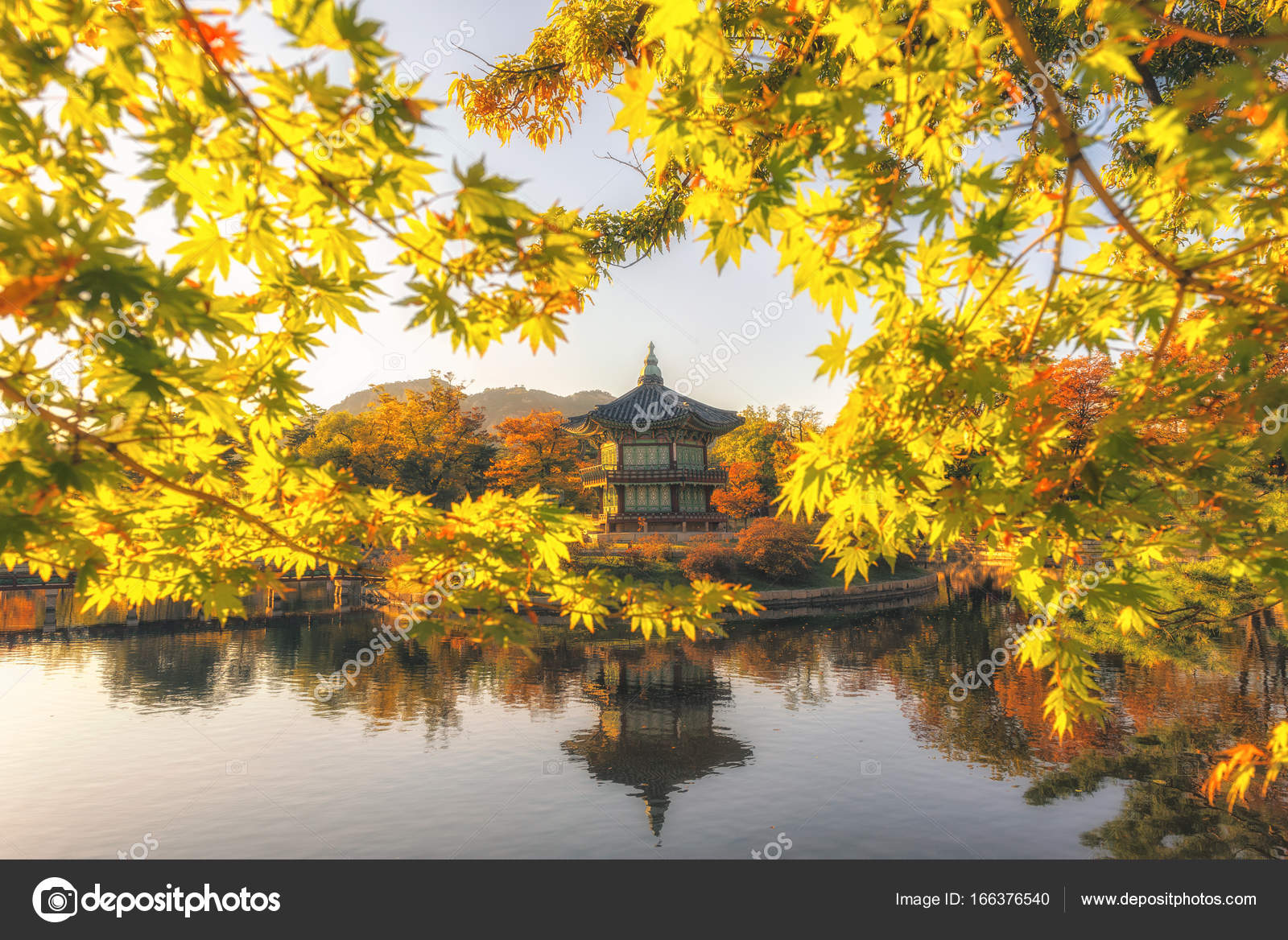89b9198b57060 Gyeongbokgung Palace With maple leaves in the fall colors, Seoul, South  Korea — Stock