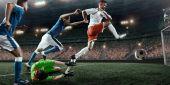 Fotbaloví hráči provádí akční hru na profesionální stadion