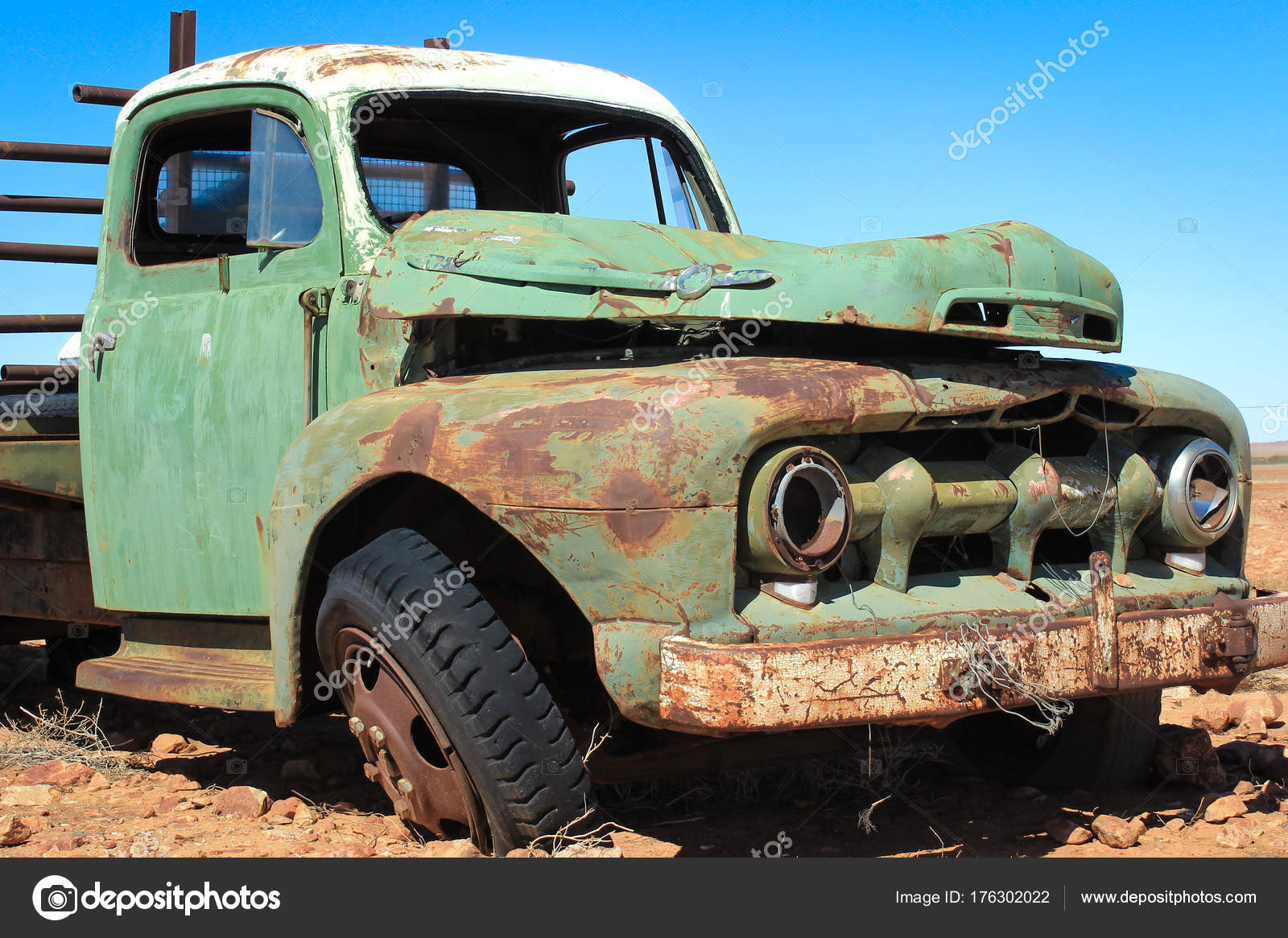 Old Vintage Pick Truck Australian Outaback — Stock Photo © bgudgeon ...