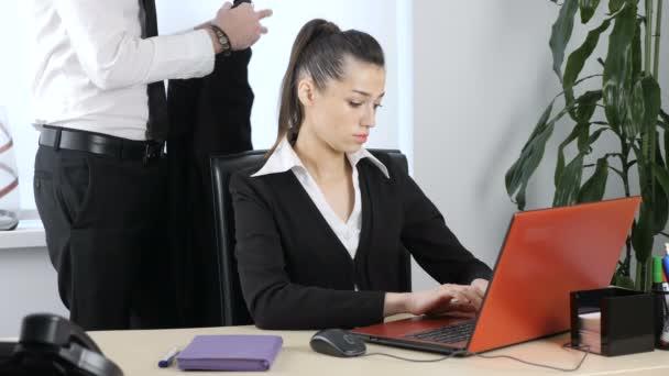 Сексуальные домогательства видео