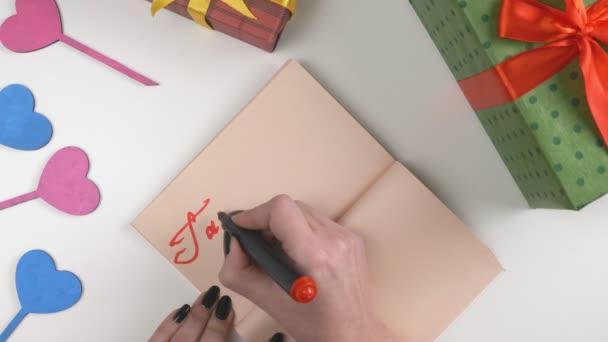 Valentinky den, ilustrace, Zenske, píše v tmavě hnědý notebook, vezmi si mé srdce. 60 snímků za sekundu