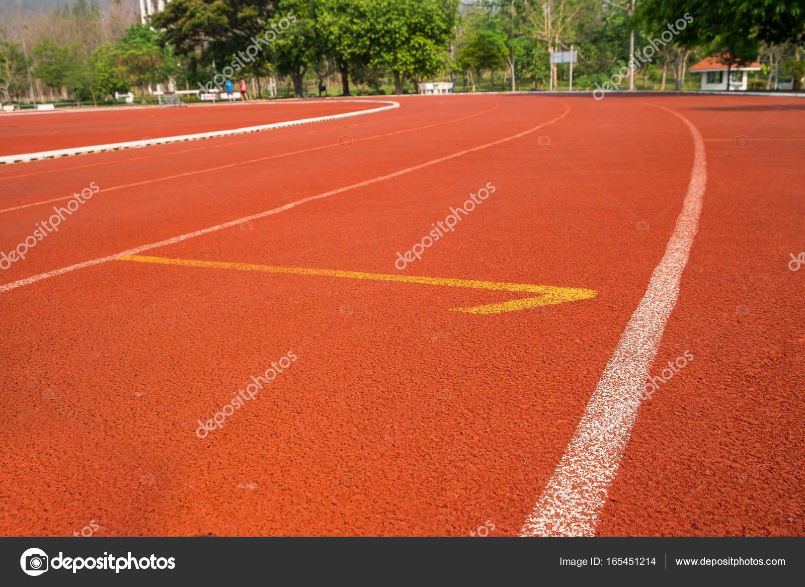 Vloeren Voor Buiten : Buiten rubber vloeren rubber buiten atletiekbaan u2014 stockfoto