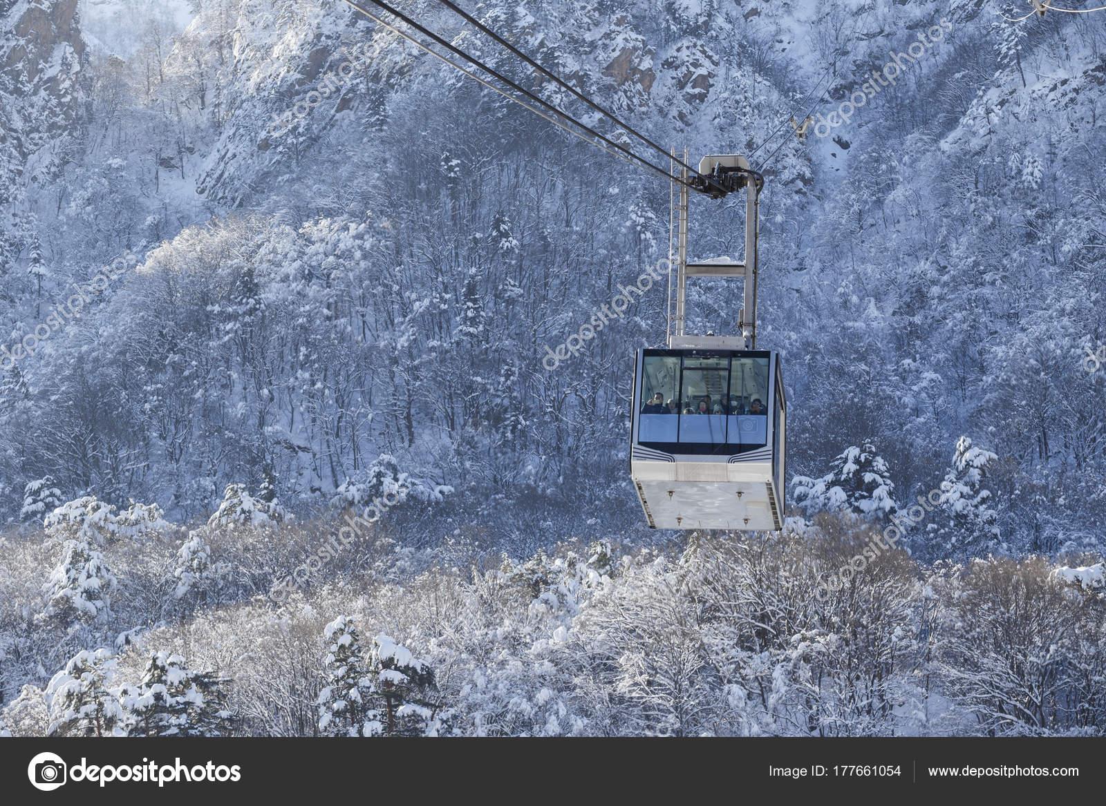Paesaggi invernali della corea del sud persone montagna for Immagini inverno sfondi