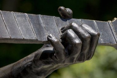 Monument to Vladimir Vysotsky. The guitarist's hand