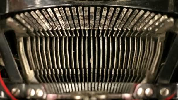 Starý psací stroj klíče