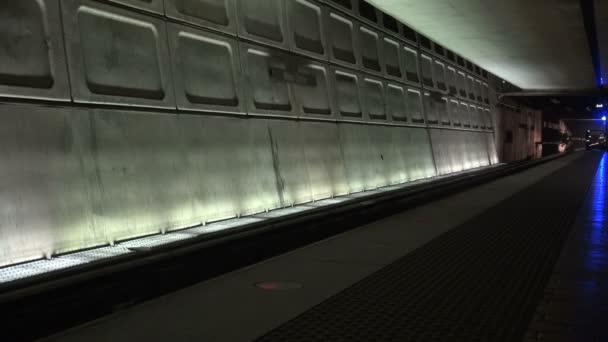 Metro vlak světlo v tunelu