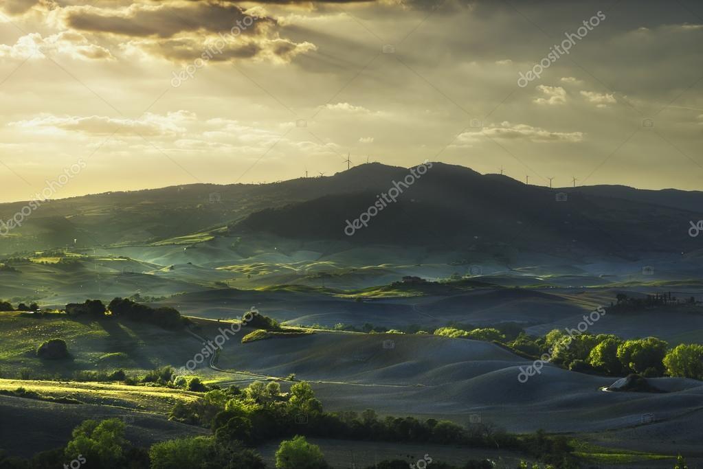 Фотообои Tuscany, rolling hills on sunset. Rural landscape. Green fields