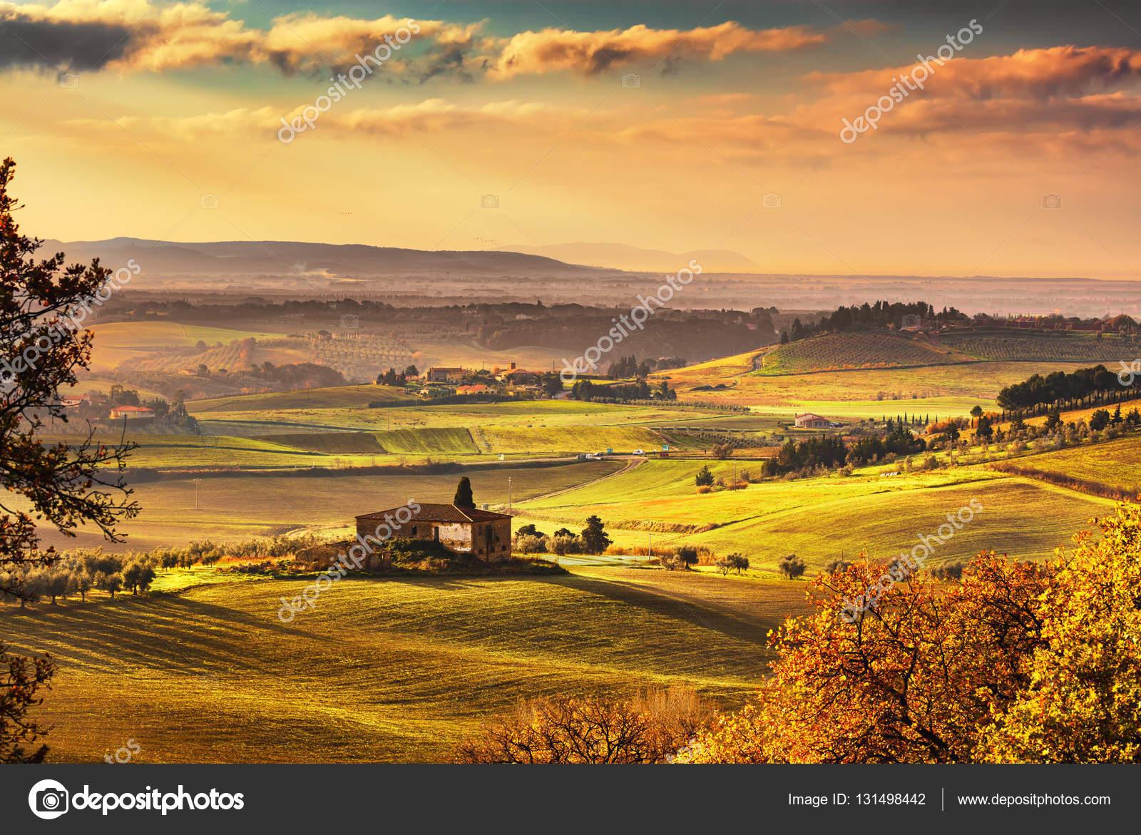 Maremma paesaggio rurale di tramonto verde e la vecchia for Piani di fattoria georgiana